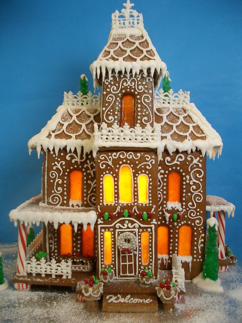 20 Amazing Gingerbread Houses - Fun Money Mom
