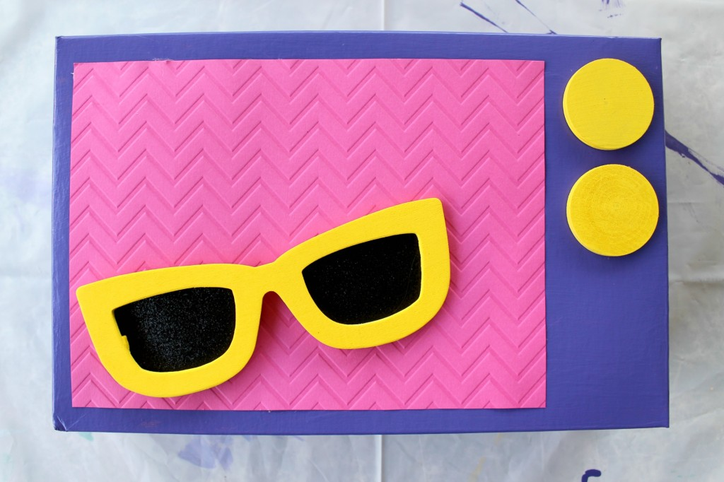 shopkins-valentines-box-glasses-glued
