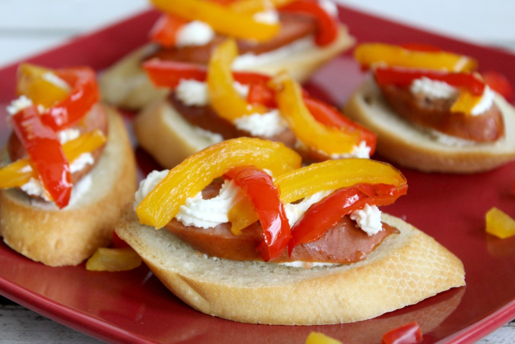 Sausage-crostini-goat-cheese-peppers-close