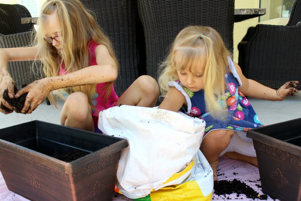mini-fairy-gardens-digging