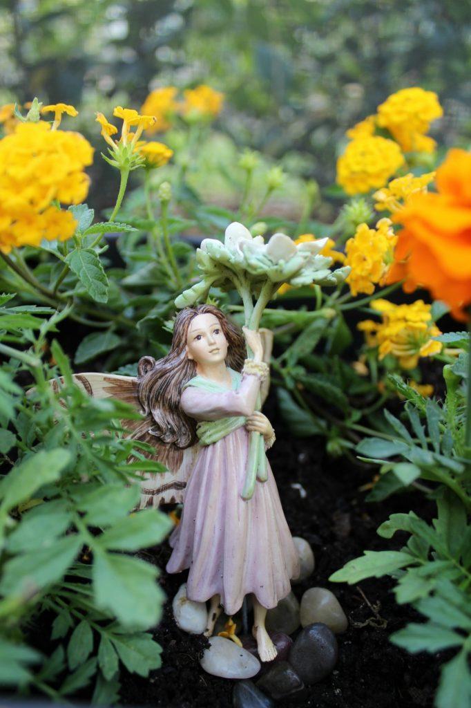 mini-fairy-gardens-fairy-1