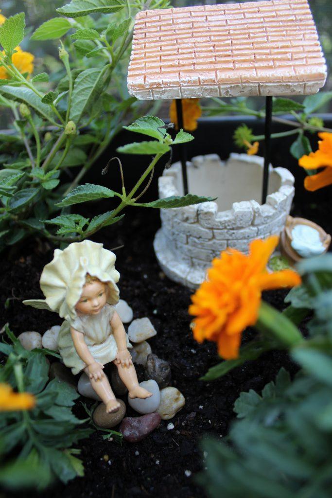 mini-fairy-gardens-well