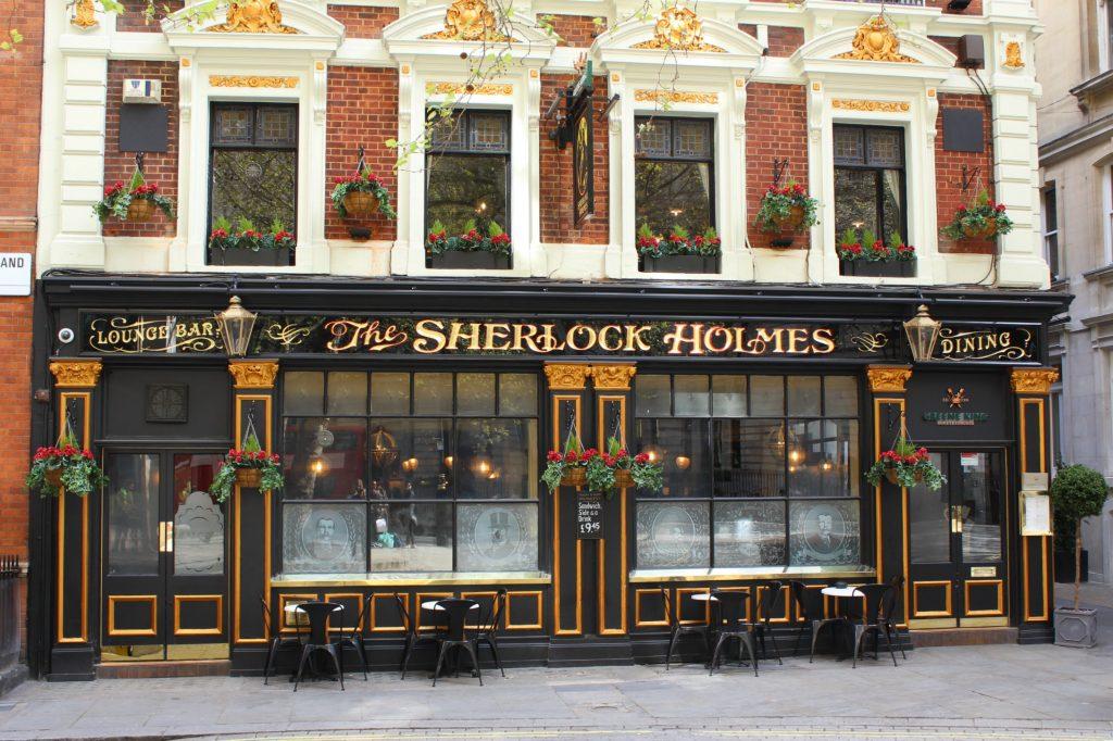 London-vacation-pub