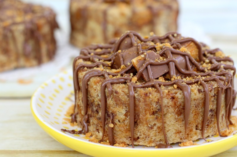 butterfingers-cookie-cake-drizzled