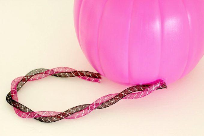DIY-cat-trick-or-treat-bucket-tail-2