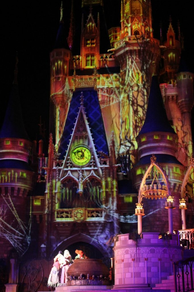 Disney's-not-so-scary-halloween-hocus-pocus-castle