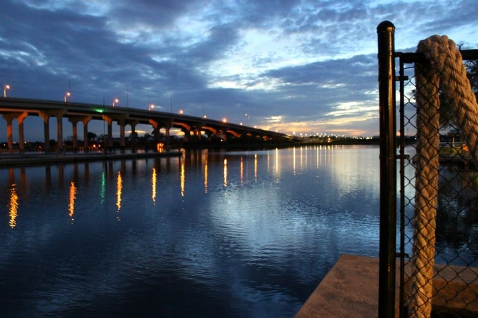 Jacksonville-Florida-dining-waterside