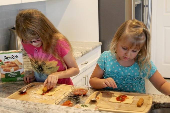 pizza-wraps-girls-cooking