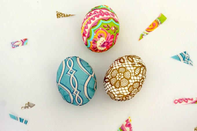 These napkin wrapped Easter eggs are so pretty as part of your Easter decor