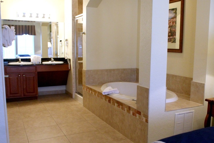 One of the features at The Lake Buena Vista Resort Village And Spa are jacuzzi bathtubs
