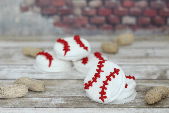 If you're checking out the live MLB games, why not have some baseball cookies as well