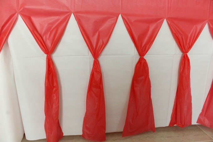 Cheap tablecloths can be transformed for an easy baseball party.