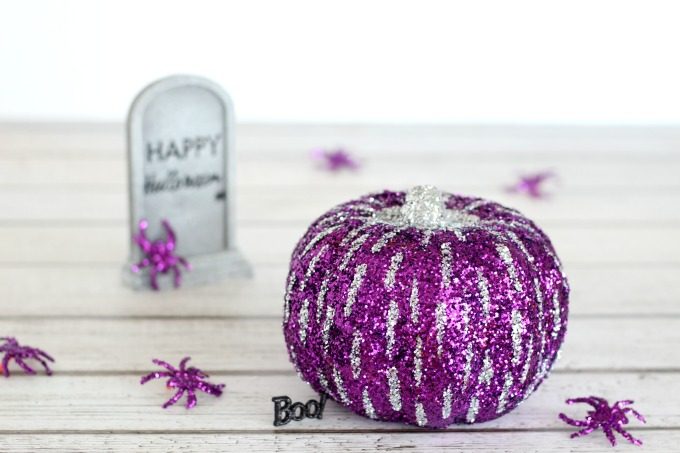 Don't you think this glitter pumpkin resembles fireworks?