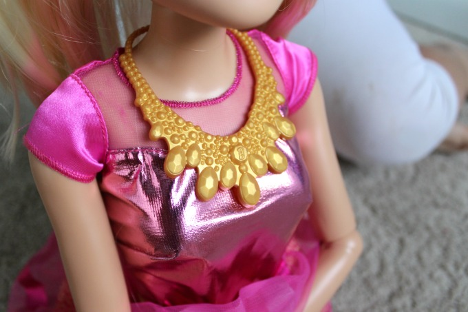 This Barbie comes with a pretty necklace