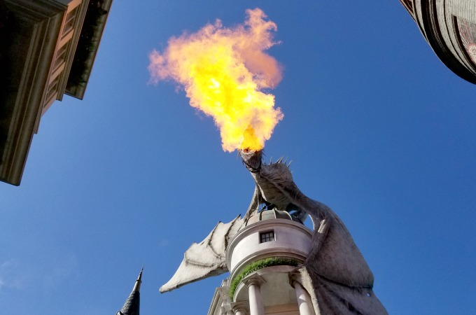 Harry Potter fans can't possibly leave The Wizarding World Of Harry Potter without watching the dragon on Gringott's Bank breath fire