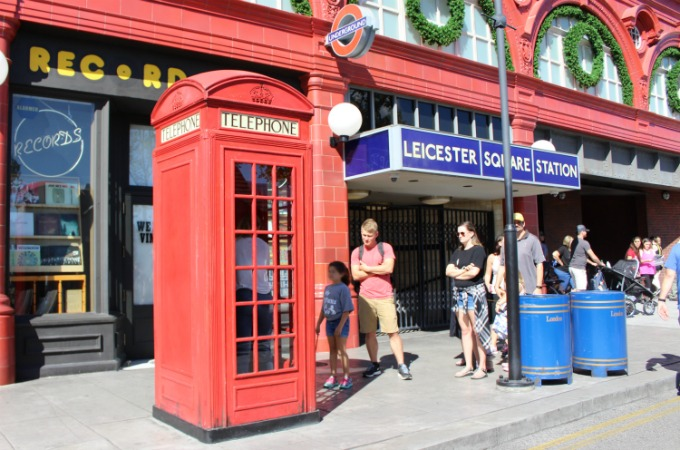 Harry Potter fans can call the Ministry Of Magic from the phone booth in The Wizarding World Of Harry Potter