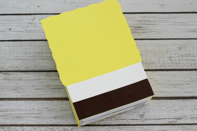 Use brown and white foam for the shirt and pants of the Sponge Bob Valentine Box