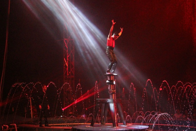 This balancing act had us mesmerized