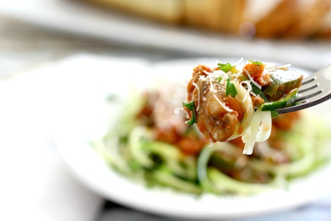 This zucchini spaghetti makes a deliciously healthy meal