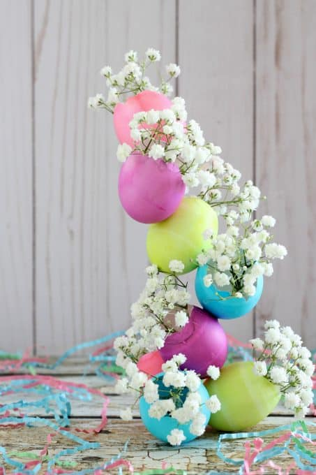 This centerpiece would look beautiful on any Easter table