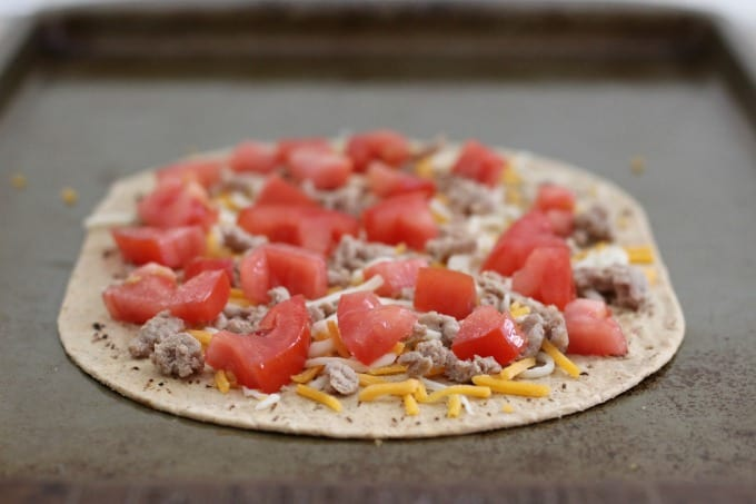 You can add ground beef or turkey to your cheeseburger flatbread pizza