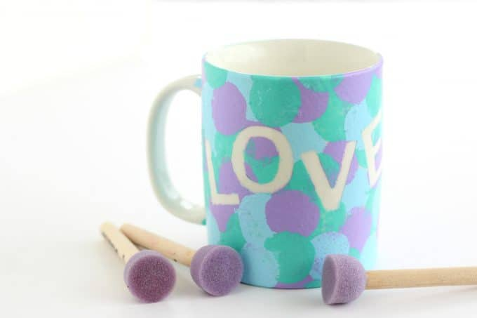DIY mugs can also be made with round brushes