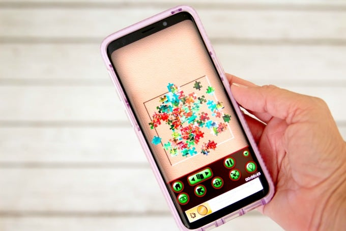 Jigsaw puzzle app with scattered pieces