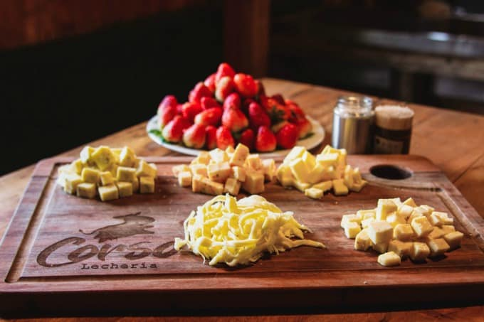 Cheese and strawberry tasting at Corso Lecheria