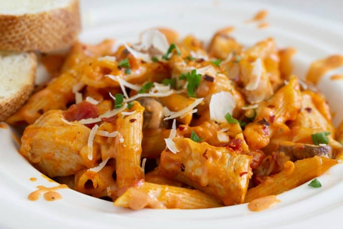 Chicken pasta bake with mushrooms and sundried tomatoes