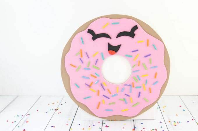 Doughnut valentine box feature