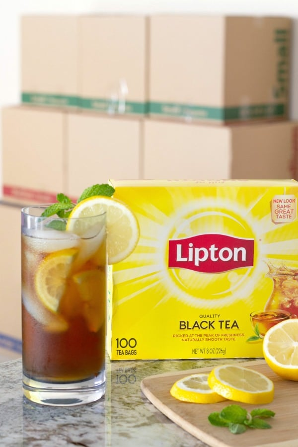 Lipton iced tea with moving boxes