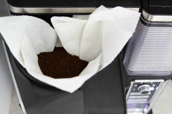 Using a paper towel as a coffee filter