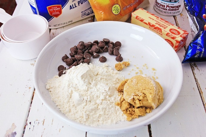 chocolate chips with sugar and flour