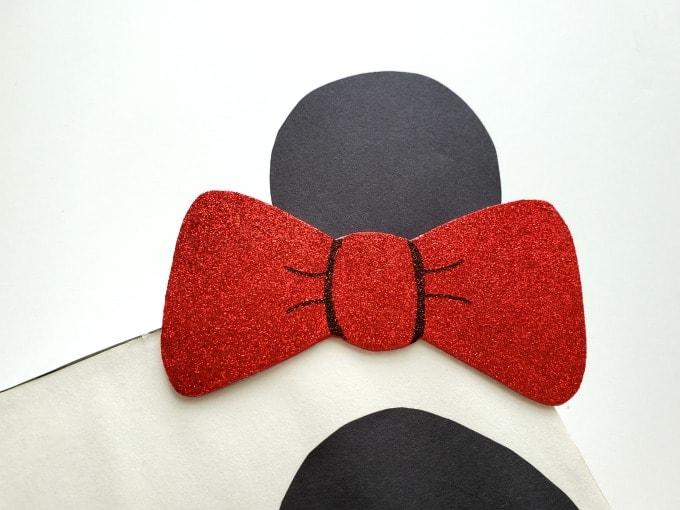 Bow glued to panda valentine box 680