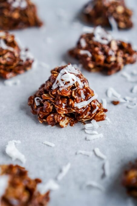 Topping no bake cookies with coconut