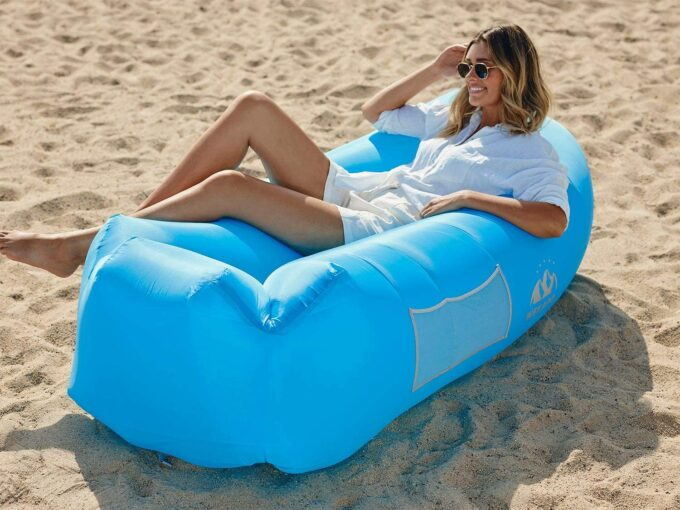 Inflatable lounger for beach