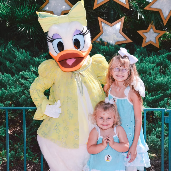 Daisy Duck with girls