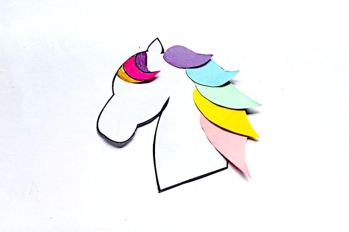 Top part of mane glued to unicorn head