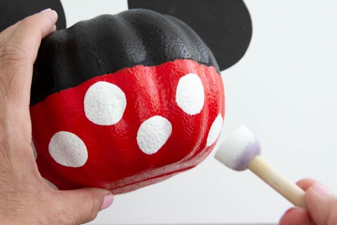 Using a round sponge brush to make polka dots