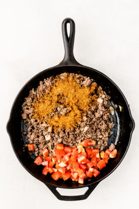 Ground beef with seasoning and tomatoes